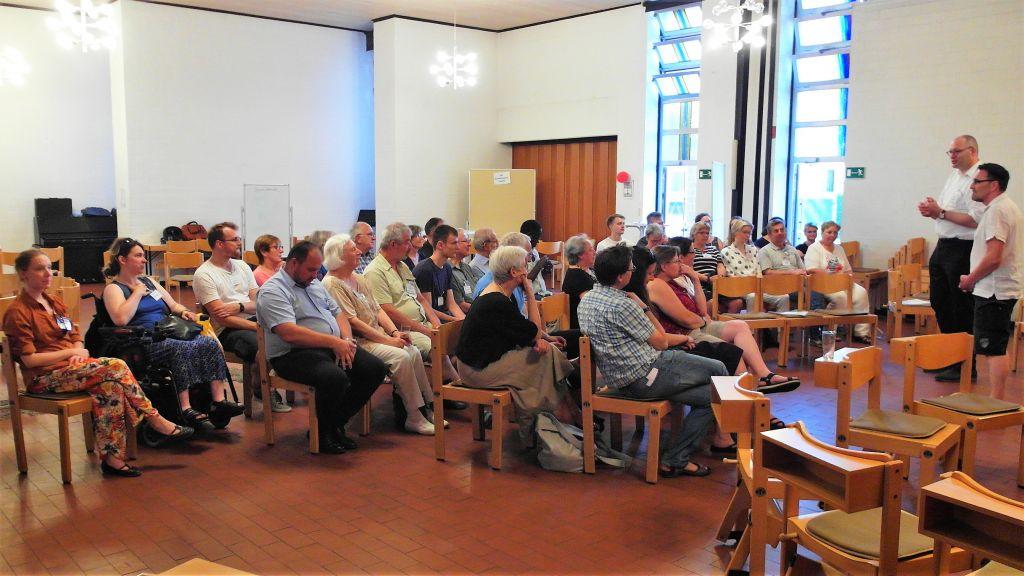 """Franziskus im Dialog"" – lebendige Diskussionen"